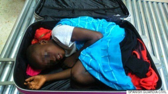 Abou, 8 ans, a été trouvé aux douanes espagnoles, caché dans une