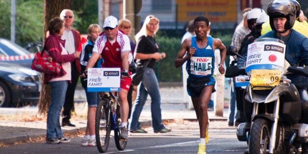 Le coureur éthiopien Gebrselassie arrête la