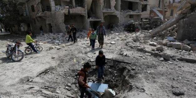 Syrie: 52 civils tués dans des raids de la