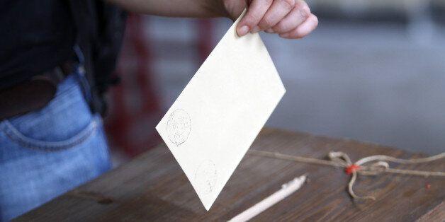 Élections: Les partis de l'opposition demandent des législatives