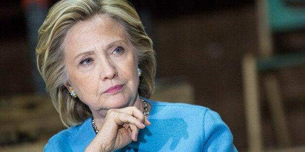 Face à la presse, Hillary Clinton mise sur