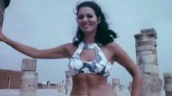 Des bikinis sur l'esplanade de la mosquée Hassan en