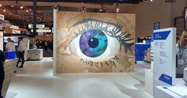 Η τοιχογραφία «Exceed Your Vision»...