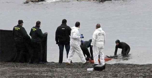 Rescate de cuerpos en la playa ceutí de El