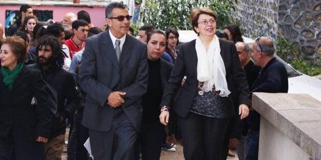 Le directeur intérimaire de l'ESBA, Athmane Kaddour et la ministre de la Culture Nadia