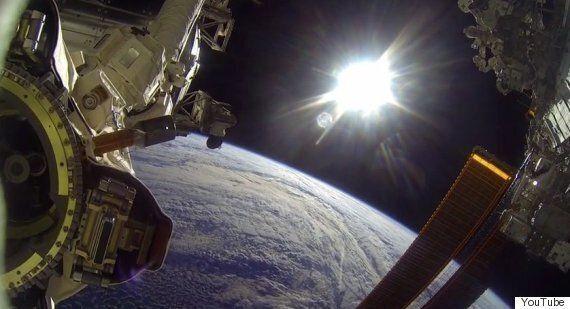 Des astronautes de la NASA filment cette séquence incroyable lors de leur sortie dans l'espace