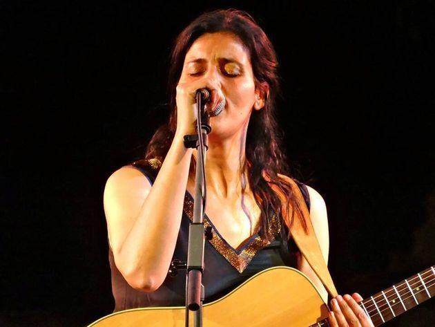 Le dernier album de Souad Massi chante des lumières arabes cachées par un printemps en plein