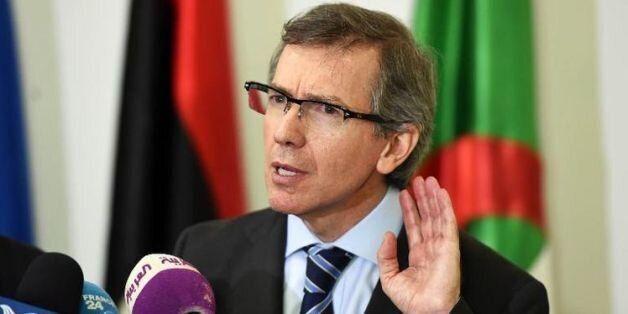 L'émissaire onusien pour la Libye, Bernardino Leon, lors d'une conférence de presse à Alger, le 11 mars