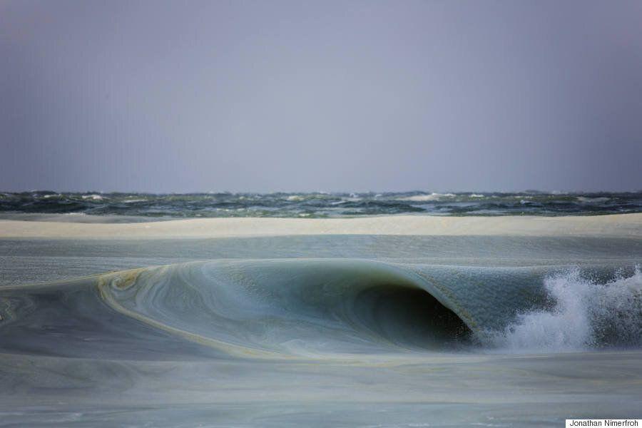 Des vagues (presque) gelées impressionnantes aux