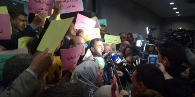 Ouverture de la session de printemps du Parlement: le FFS boycotte, l'AVV manifeste et Sellal affirme...