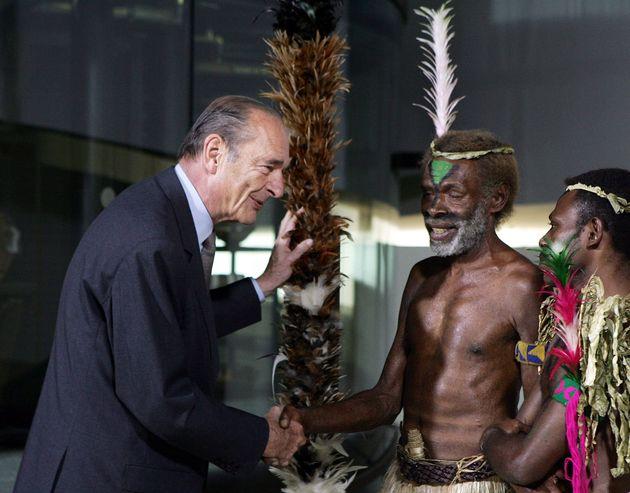 Jacques Chirac en 2006 en compagnie du chef Laukalbi de l'île de Tanna (archipel du