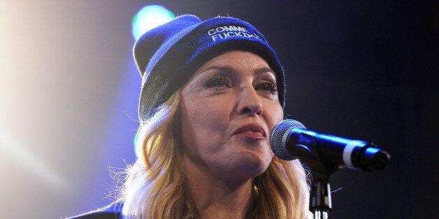 Madonna compare l'intolérance en France