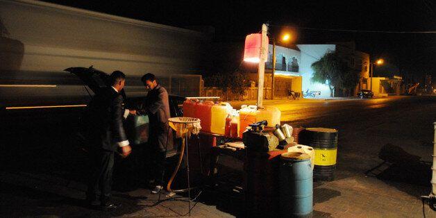 La contrebande d'essence libyenne en Tunisie, une activité lucrative et déstabilisatrice | Nacer Talel...