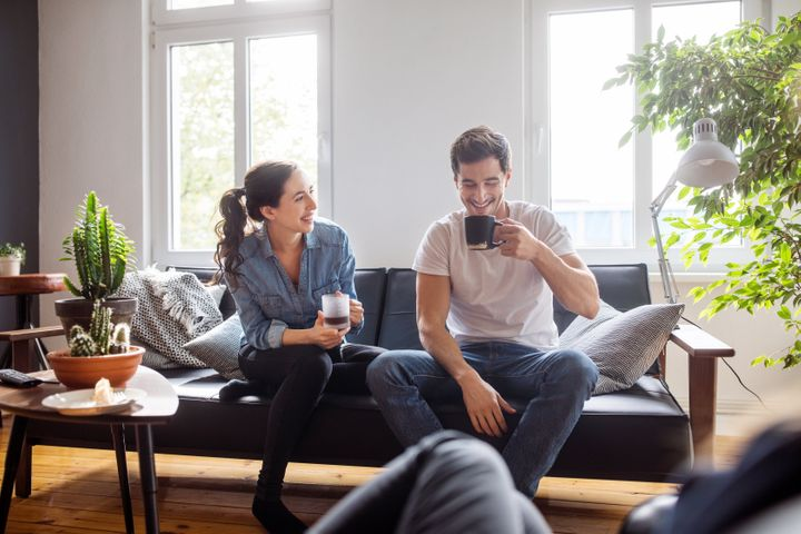 A escuta atenta é fundamental para a conversa fluir melhor.