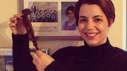 Pourquoi Amel Karboul tient-elle une mèche de ses cheveux