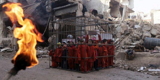 Syrie: pour protester contre Bachar el-Assad, des enfants rejouent l'exécution du pilote jordanien par