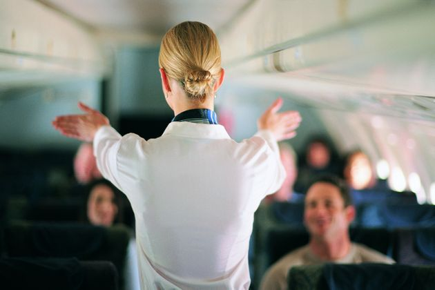Por qué no deberías pedir estas dos bebidas en un avión: una azafata lo