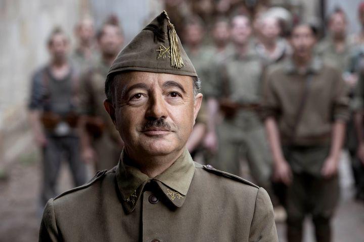 Santi Prego es Franco en 'Mientras dure la guerra'.
