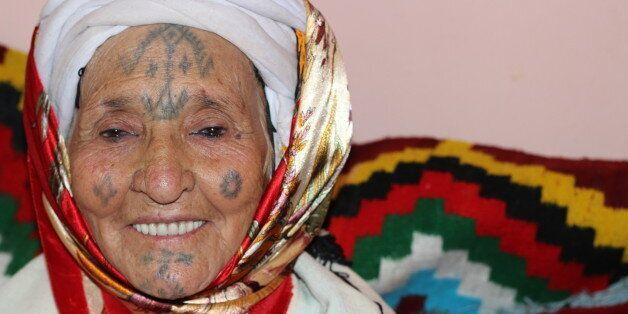 rencontres une femme avec des tatouages