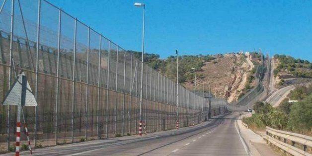 Ces migrants qui souhaitent franchir la frontière de Melilla à tout