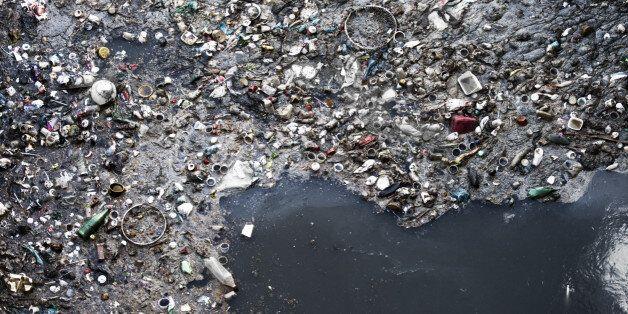 Près de 269.000 tonnes de déchets plastiques flotteraient à la surface des