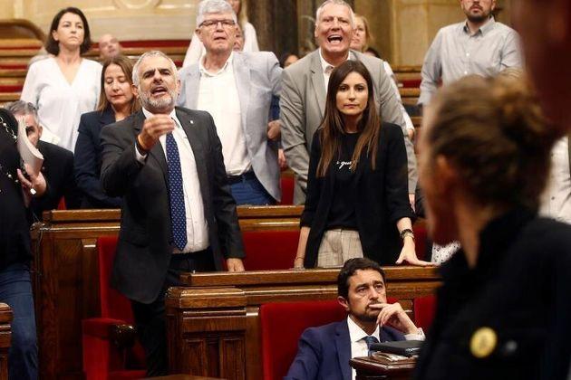 Bronca en el Parlamento