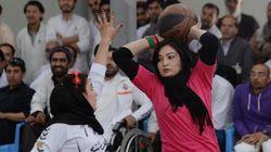 Afghanistan: A Kaboul, les basketteuses en fauteuil roulant veulent oublier la
