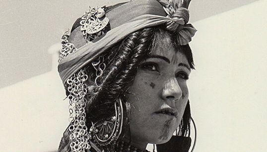 Cérès a 50 ans: 1966. Femme parée de Chebika (PHOTO