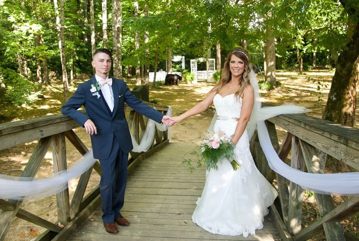 An unexpected guest crashed a wedding in Gatlinburg, Tennessee.