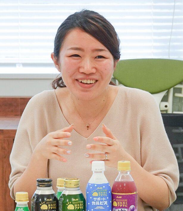 コーディネーターを務めた宮本菜々子さん。アサヒ飲料マーケティング本部健康戦略部主任として、「はたらくアタマに」の開発に携わった。