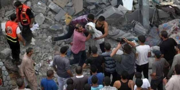 Gaza en trêve : des découvertes macabres au milieu des ruines, la diplomatie tente de prolonger