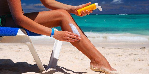 Protection solaire: les dermatologues inquiets de la tendance des crèmes faites