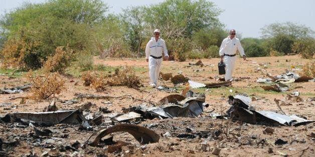 Les enquêteurs le 29 juillet 2014 sur le site de l'accident de l'avion d'air Algérie qui s'est écrasé...