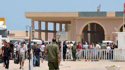 A Ras Jedir: Tunisiens et Libyens fuient le