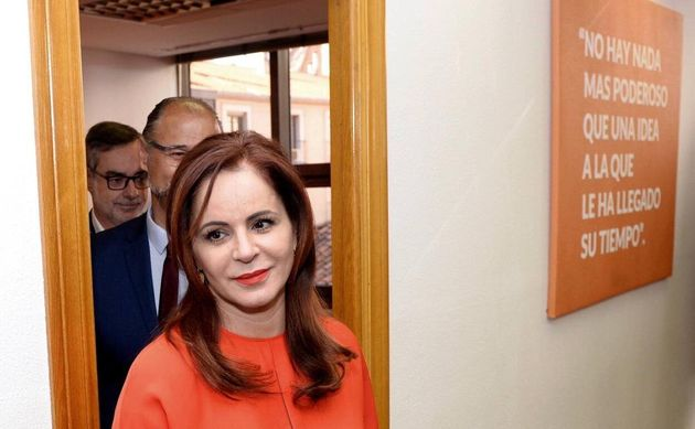 Silvia Clemente se ofrece a Albert