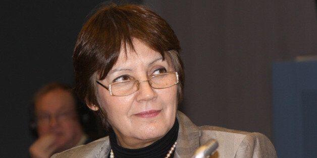 Algérie: La ministre de l'Education Nouria Bengherbirt sous le