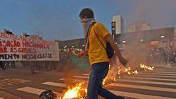 Brésil: Les policiers chargent les grévistes à Sao