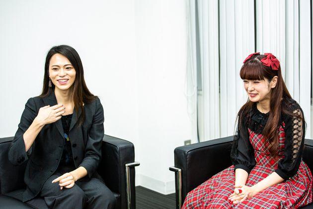 トランスジェンダーで建築家・モデルのサリー楓さん(左)と、ロリータモデル・看護師の青木美沙子さん=東京