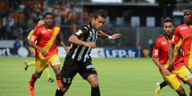 L'attaquant tunisien du SCO d'Angers, Khaled Ayari a inscrit le premier but lors de la qualification...