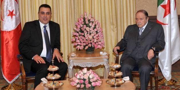 Mehdi Jomâa, tout sourire au côté du Président algérien Abdelaziz