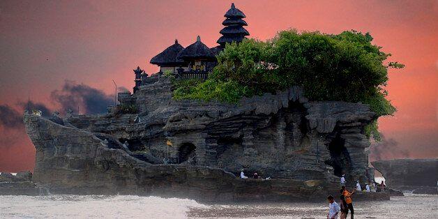 Tanah Lot au large de l'île de Bali en