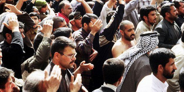 Des pèlerins célébrant Achoura à Kerbala, en