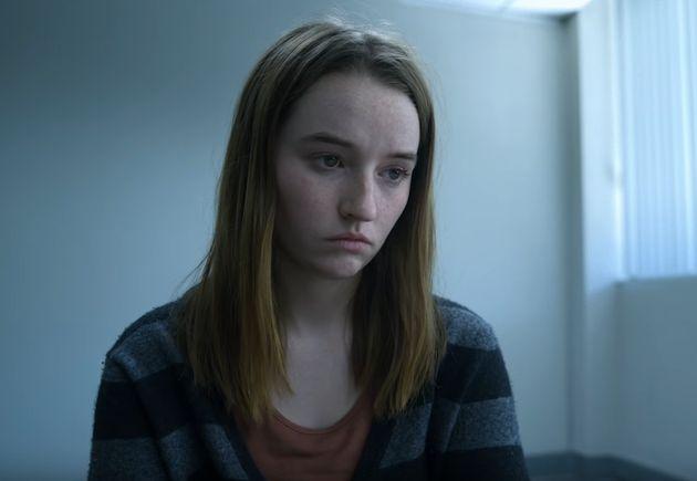 Η Κέιτλιν Ντέβερ ως Μαρί Αντλερ στην σειρά «Απίστευτο» («Unbelievable») του