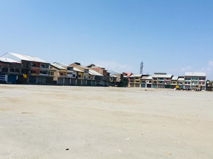 The main vegetable and fruit wholesale market in Srinagar, the summer capital of Jammu and Kashmir, was empty on the afternoon of 17 September, 2019.