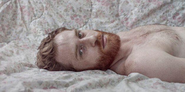 Le photographe Nir Arieli revisite les représentations traditionnelles de la masculinité et de la