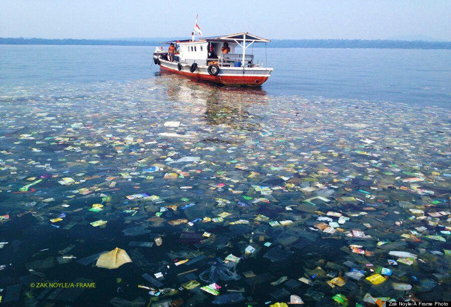 Pollution en Indonésie: Un photographe découvre des vagues et des étendues de déchets