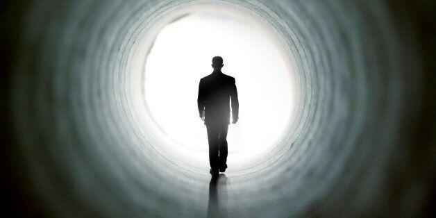 Les sensations et visions, comme celle d'une lumière intense, dont font part certaines personnes ayant...
