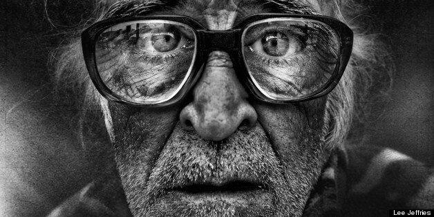 Pour sensibiliser sur la situation des SDF, le photographe Lee Jeffries en fait des portraits