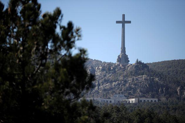 Cruz que preside la Basílica del Valle de los Caídos, en