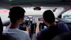 H Tesla το πάει σε άλλο επίπεδο - Βάζει Netflix και καραόκε στα αυτοκίνητά